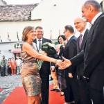 Pentru cei cu gusturi indoielnice: se vand rochiile lui Carmen Iohannis