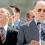 Iliescu, nu fi trist / Şi Băsescu-i comunist